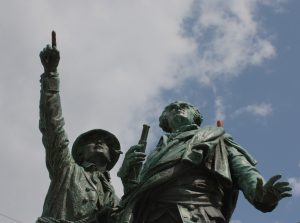 AUTRE statue 1 - Copie